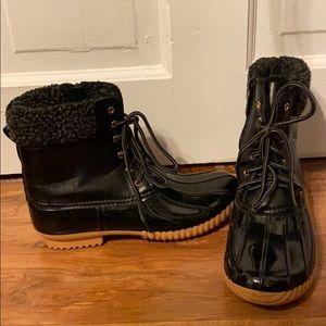 LIKE NEW Black fur lined snow/ rain booties